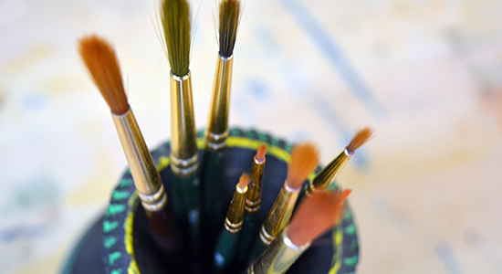 art-brushes-in-pot-dealer